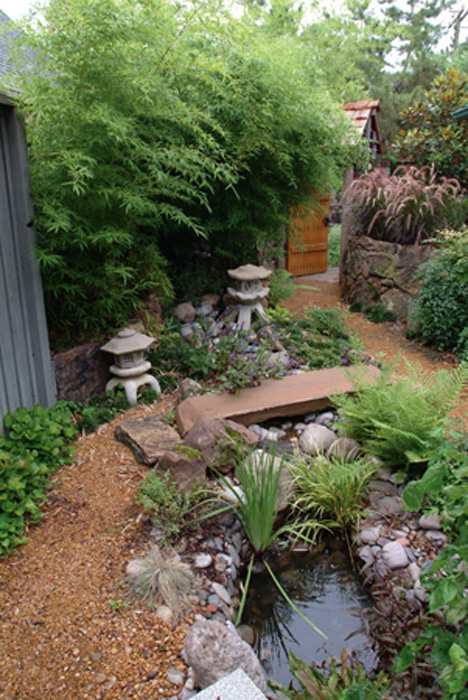 Gardening landscaping gallery bonick landscaping for Jardines con peceras