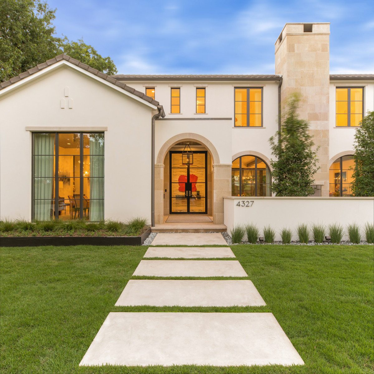 How to Greet Your Guests With Curb Appeal